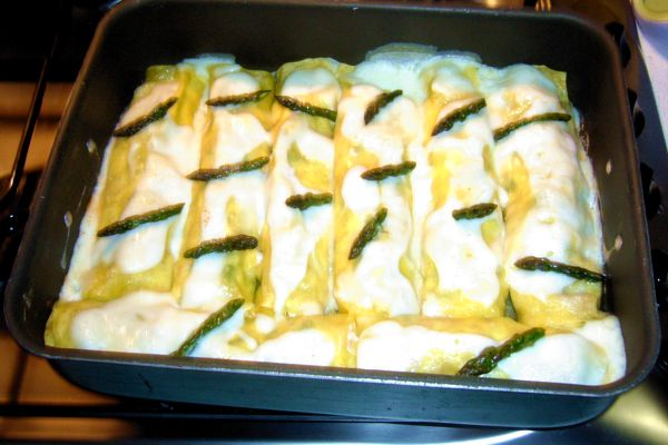 Speck cannelloni and asparagus