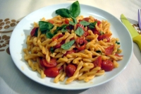 Datterini pasta with tomatoes and basil