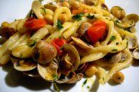 Strozzapreti: pasta met kikkererwten en mosselen datterini