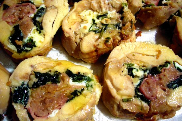 Thighs stuffed chicken with spinach streamers