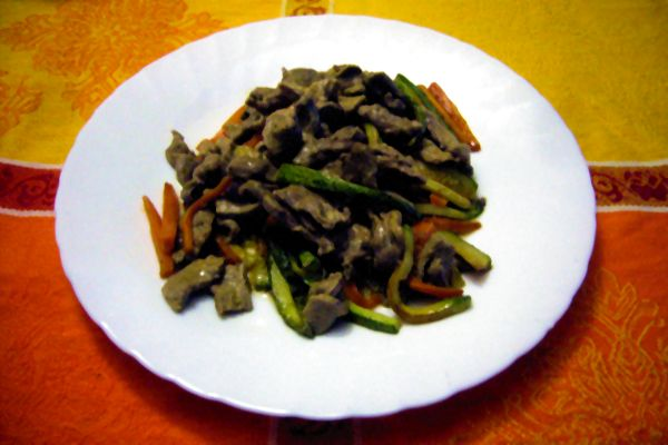 strips of beef marinated with mustard and marsala with zucchini and carrots
