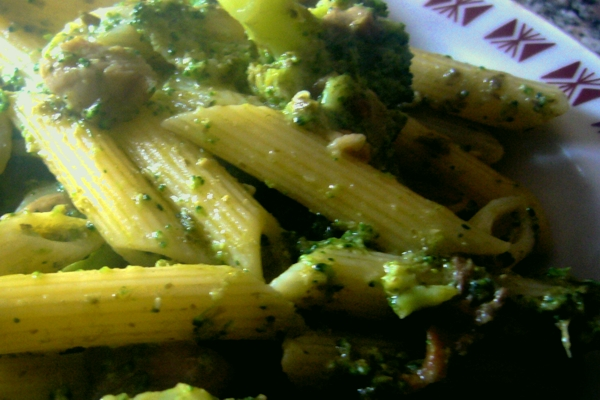 Penne with porcini mushrooms and broccoli
