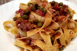 Tagliatelle with ragout of peas and sausage