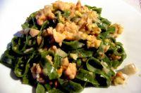 Nettle tagliatelle met zalm, walnoten en gorgonzola