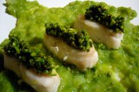 Hake fillets with asparagus and black pepper