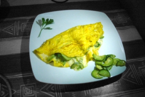 Omelette with zucchini and cheese