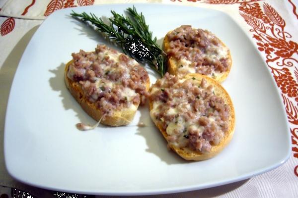 Bruschetta mit Wurst