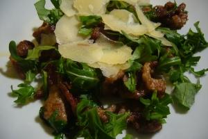 Rindfleischstreifen Rucola und Parmesan