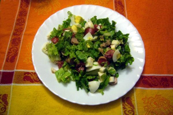 atún pepino ensalada de salchichas