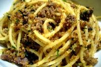 Spaghetti met ansjovis en paneermeel