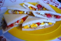 Sandwiches with tuna, eggs and tomatoes