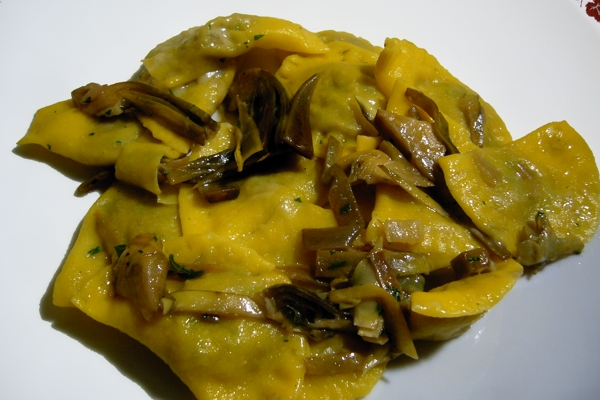 Ravioli or crescents with Artichokes