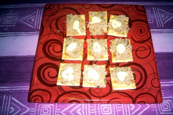 Cracker mit Thunfisch