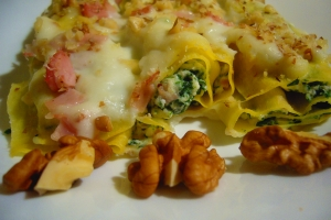 Canneloni Ricotta and Spinach with ham and walnuts