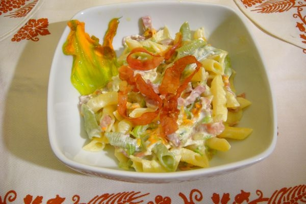 Garganelli mit Schinken und Zucchini-Blüten