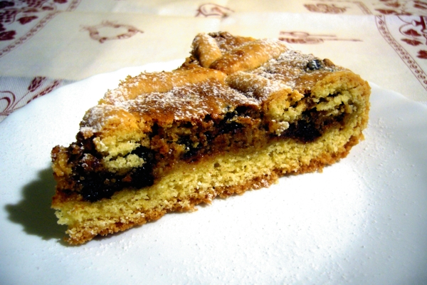 Pie / tart with Philadelphia and dark chocolate macaroons