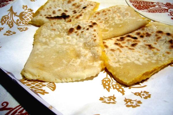 Tortelli à la plaque avec de la citrouille et les pommes de terre
