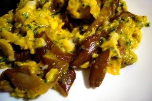 Srtapazzate eggs with mushrooms